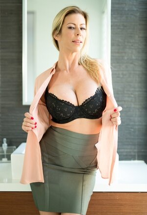 Classy Sexually available mom with impressive tits goes in bathroom to relax solo with no clothes