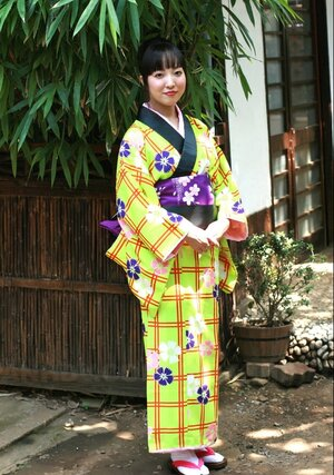 Swanky Japanese dame wears colorful kimono and has no panties under it